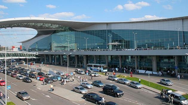 Rusia: Un avión aterriza de emergencia en Moscú por una falla eléctrica