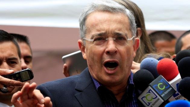 Un senador acusa a Uribe de narcotráfico y paramilitarismo