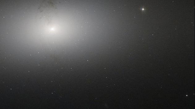El telescopio Hubble fotografía a la 'galaxia polvorienta' en la Osa Mayor