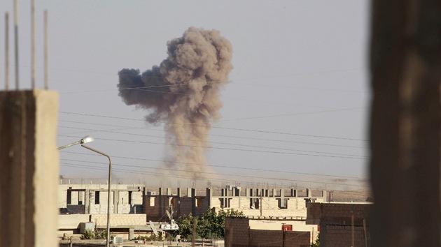 John McCain solicita a Obama que bombardee Siria