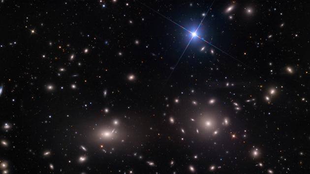 FOTO: Espectacular imagen de un cúmulo de galaxias