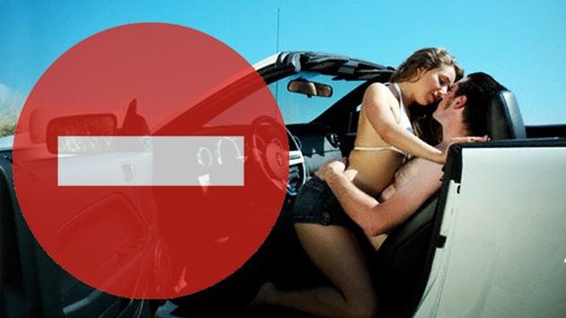 Frenazo a tener sexo en el coche en Kazajistán