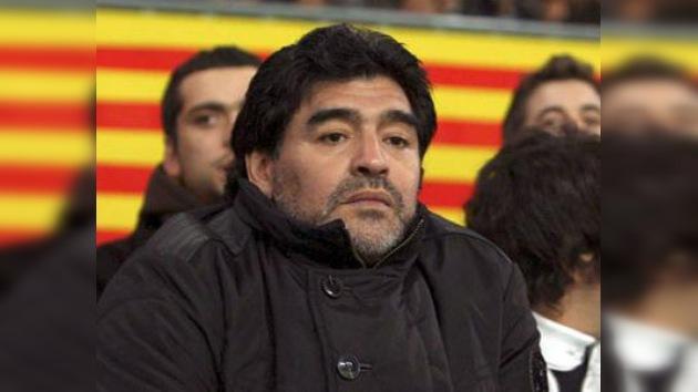 Maradona no ha recaído en las drogas, según su médico personal