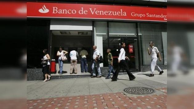 Venezuela interviene tres bancos y una cadena de supermercados