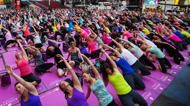 """Moscú envía un mensaje a los políticos de Washington: """"Relájense y hagan yoga"""""""