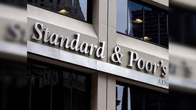 """S&P cambió su pronóstico para 13 bancos rusos de """"negativo"""" a """"estable"""""""