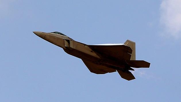 Los misiles del F-22 no podrán alcanzar los cazas rusos