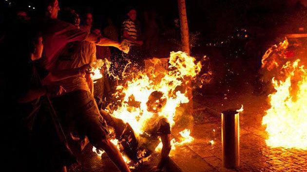 VIDEO: Un 'indignado' israelí se prende fuego por las injusticias sociales