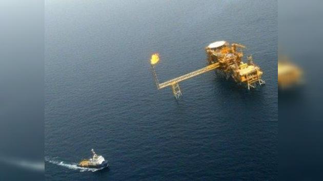 Irán predice una subida del precio del barril de petróleo hasta los 150 dólares