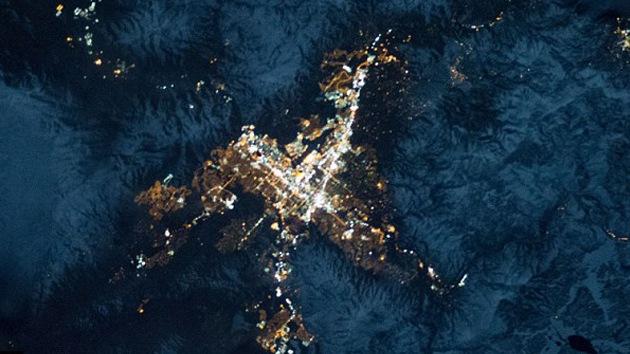 Fotos de 'estrellas' en la Tierra: ciudades iluminadas vistas desde el espacio