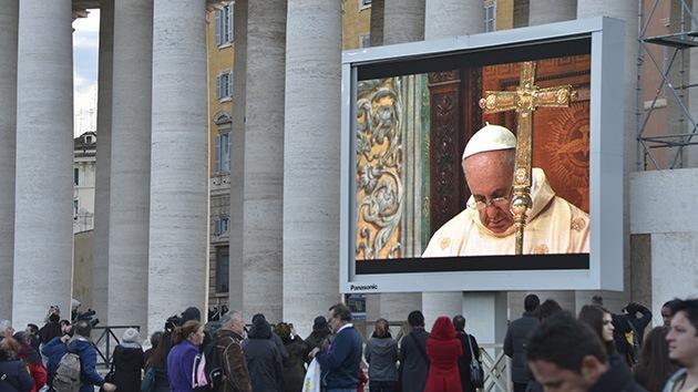 El papa Francisco oficia su primera misa en el Vaticano