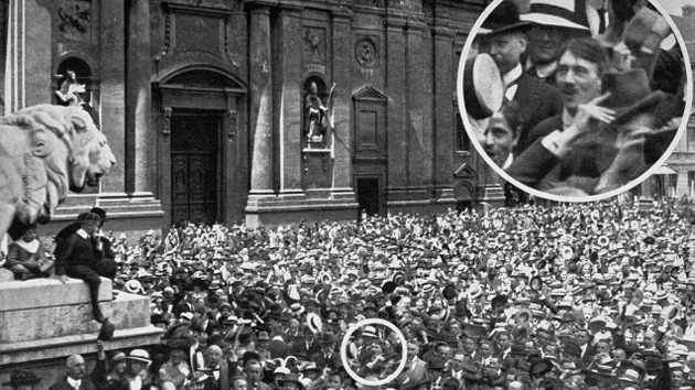 ¿Es falsa la imagen en la que Hitler celebra el inicio de la Primera Guerra Mundial?