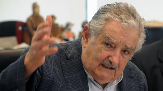 """Mujica: """"Los 'fondos buitre' quieren comerle el petróleo a Argentina"""""""