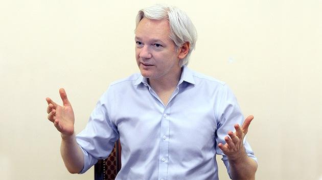 """Assange revela sus grandes decepciones y desmiente que causara una """"psicosis felina"""""""