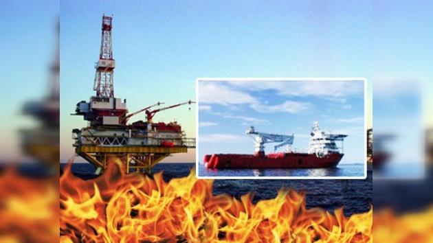 Dos barcos sofocan incendio de plataforma petrolera en Magallanes