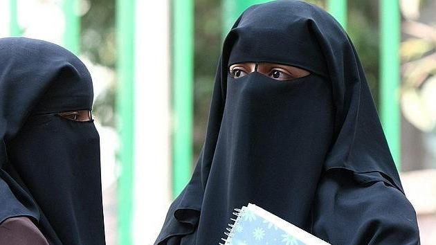 Profesora egipcia corta el cabello a dos alumnas por no llevar el velo islámico