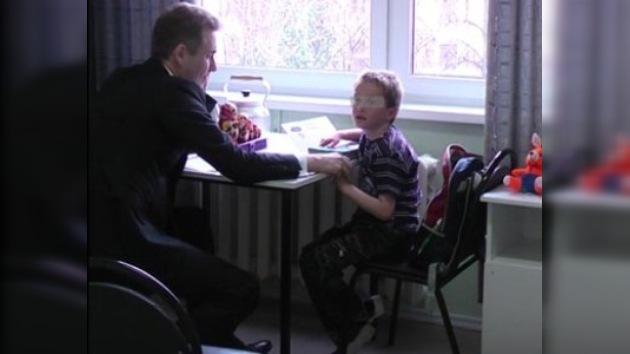 La madre adoptiva de Artiom Savéliev trató de encontrar una salida legal