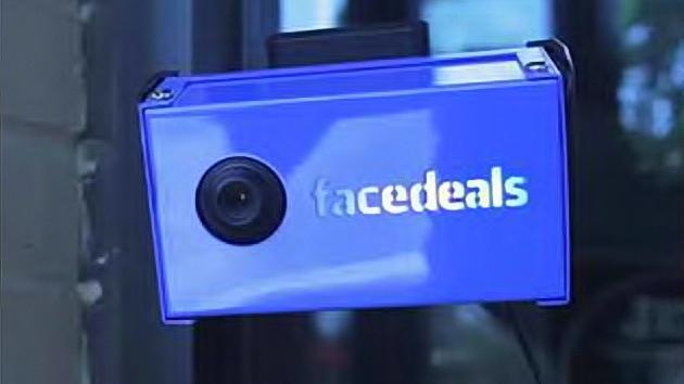 """Una nueva aplicación ofrece descuentos """"espiando"""" en los perfiles de Facebook"""