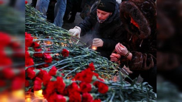 Centenas de personas se unieron para recordar a las víctimas de Domodédovo