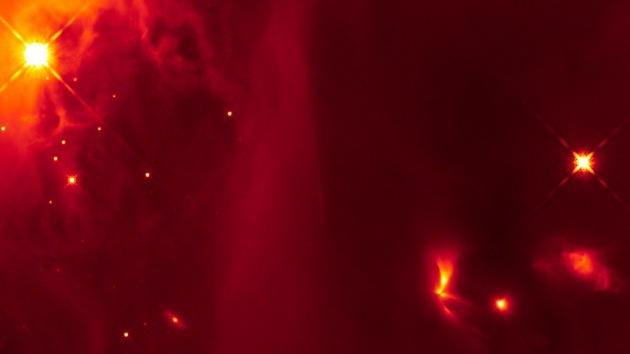 El telescopio Hubble detecta una estrella en gestación que brilla una vez por mes