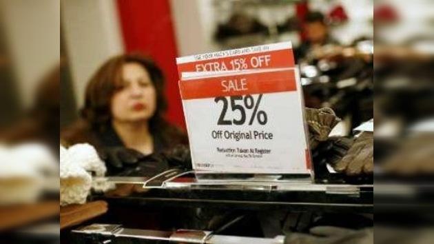Estadounidenses invaden tiendas en busca de ofertas posnavideñas