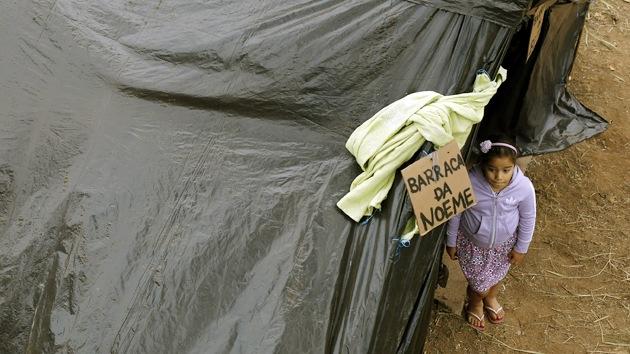 """El Mundial deja sin hogar a miles de brasileños: """"Derribaron lo que era nuestro"""""""