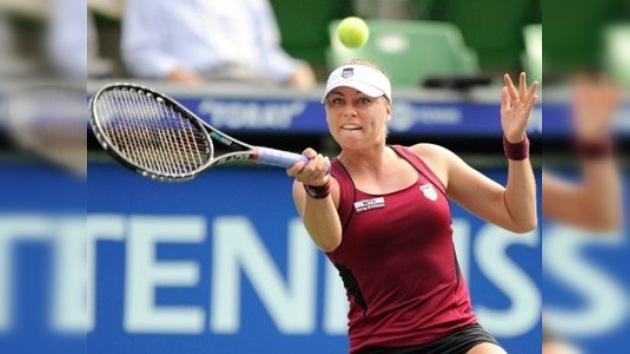 Zvonariova disputará ante Radwanska el título del Torneo de Tokio