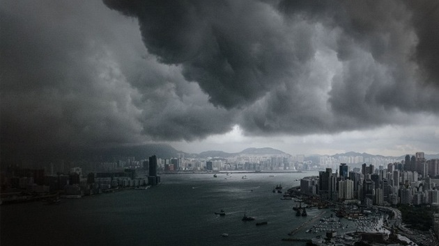 Nubes 'apocalípticas' invaden el cielo de Hong Kong