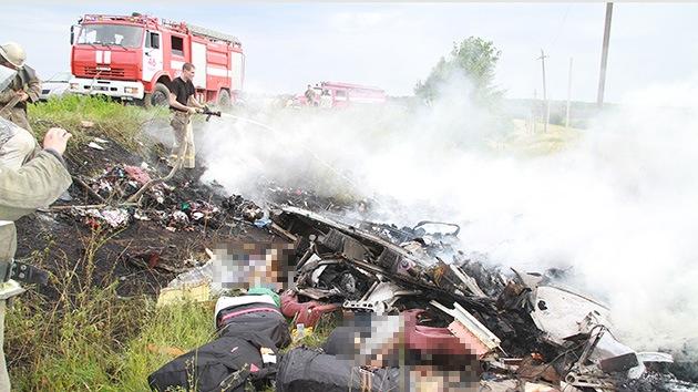PRIMEROS VIDEOS: El momento de la caída del Boeing 777 en el este de Ucrania