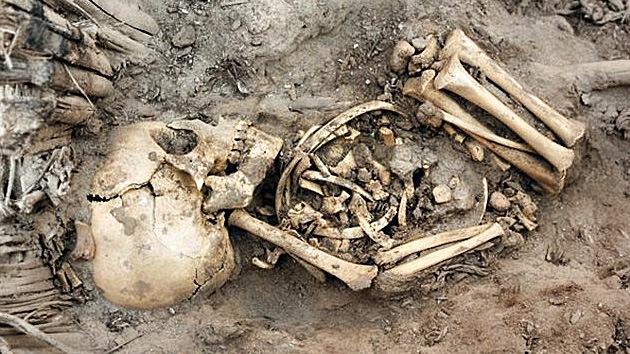 Macabro 'nacimiento' arqueológico: hallan doce esqueletos de bebé en Perú