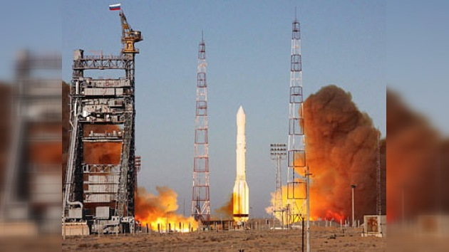 Éxito en cielo: lanzamiento del cohete portador ruso Protón-M