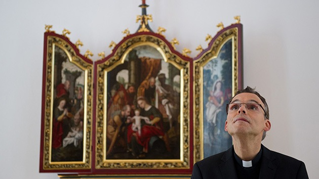 Un obispo 'de lujo': se gasta 31 millones en su residencia y siempre vuela en business