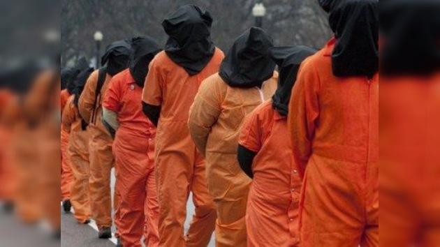 EE. UU. : cadena humana contra los 10 años 'de vergüenza' de Guantánamo