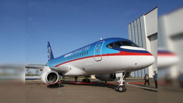 Sukhoi quiere vender 200 Superjet a la mayor compañía aérea de EE.UU.