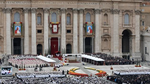 Bancos y petroleras patrocinaron la ceremonia de canonización de Juan Pablo II