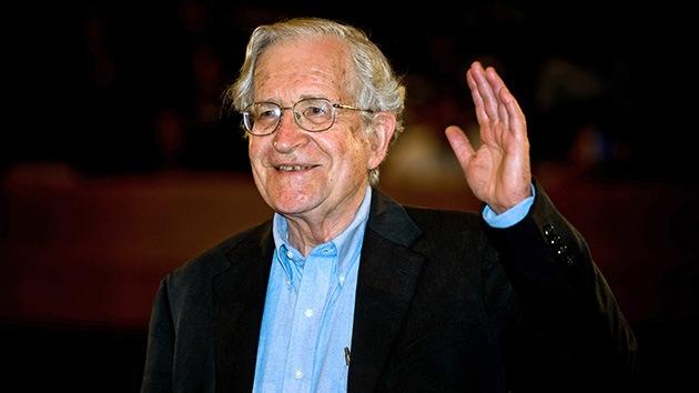 Chomsky desvela la naturaleza del temor al 'apocalipsis zombi' en EE.UU.