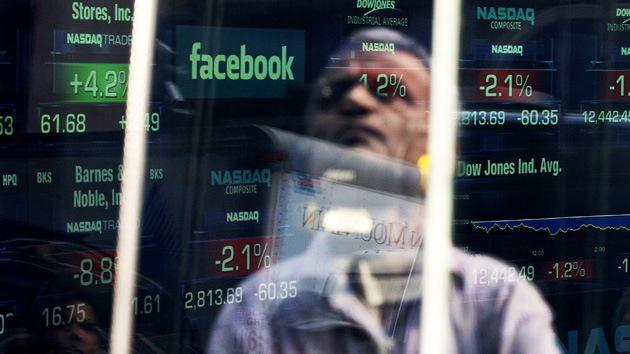 Las acciones de Facebook siguen cayendo en la bolsa