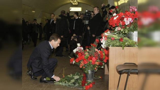 El presidente ruso honró con flores la memoria de los caídos en el metro
