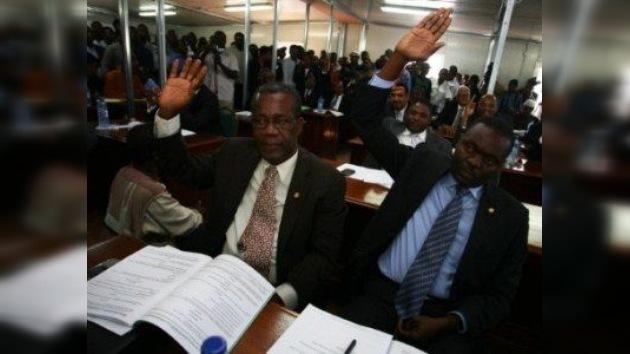 Haití opta por un remedio: nombran a un médico como primer ministro