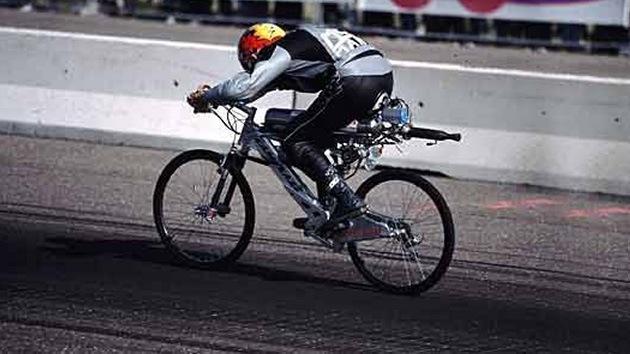 Video: Un francés alcanza la velocidad récord de 263 Km/h en bicicleta 'a todo gas'