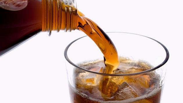EE.UU.: Matan a su hija haciéndola beber una enorme cantidad de refresco