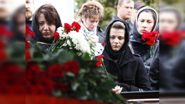 LLanto del pueblo: los moscovitas acuden a los funerales de las víctimas