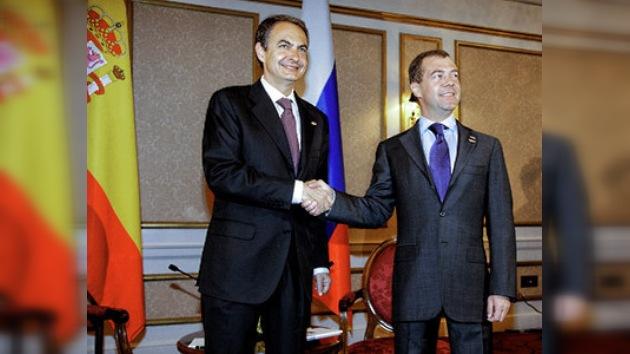 El presidente ruso se reúne con Zapatero en Washington. Le espera en Moscú