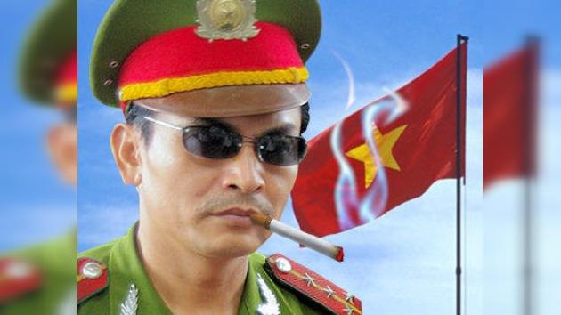 Vietnam prohibe a los policías llevar gafas del sol y esconderse detrás de árboles