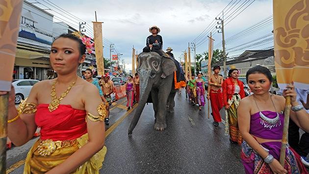 Fotos: Torneo de polo sobre elefantes en Tailanda
