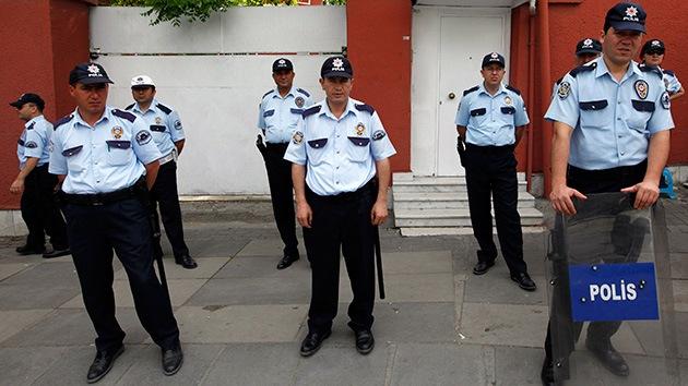 Turquía: Despiden a más de 700 policías por un escándalo de corrupción