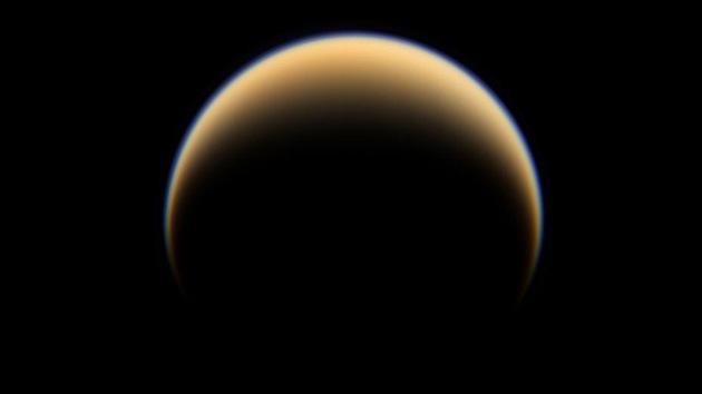 Nuevas fotos de Titán confirman la existencia de metano en su atmósfera