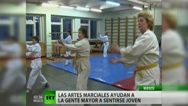 Las jubiladas moscovitas combaten a la vejez con artes marciales