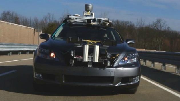 Google ve rivales por el retrovisor: Toyota presenta un coche con piloto semiautomático