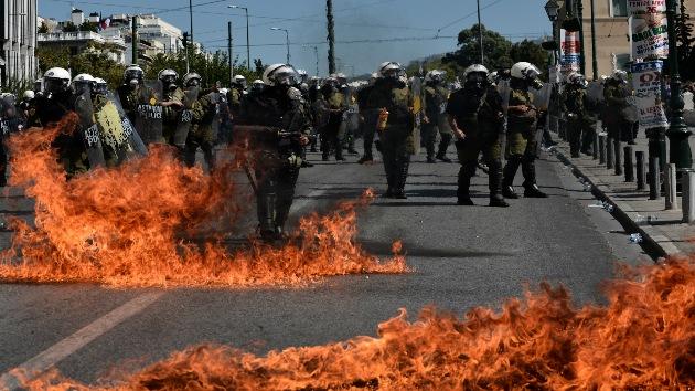 Atenas en llamas: choques entre policías y manifestantes en la capital de Grecia